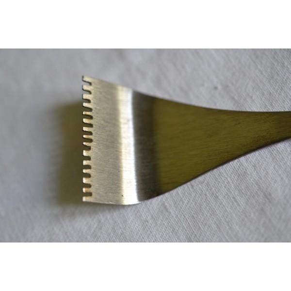 Štukatérské želízko - vyhlé zubaté